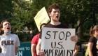 """Manifestantes en NY: """"Estados Unidos, manos fuera de Cuba"""""""