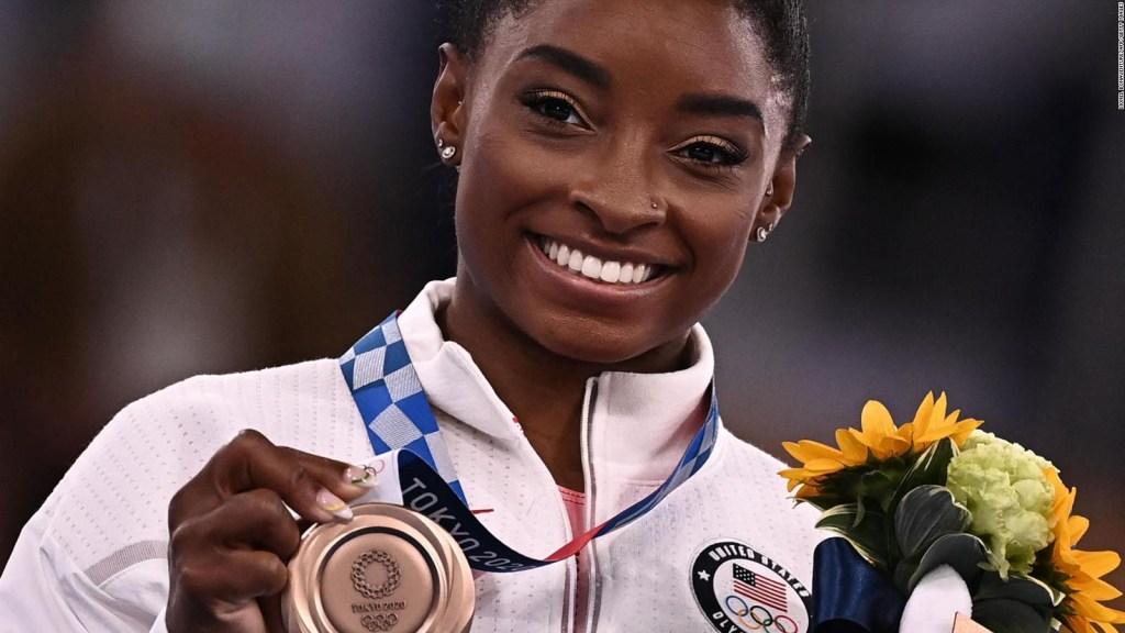 Simone Biles gana medalla en su última oportunidad