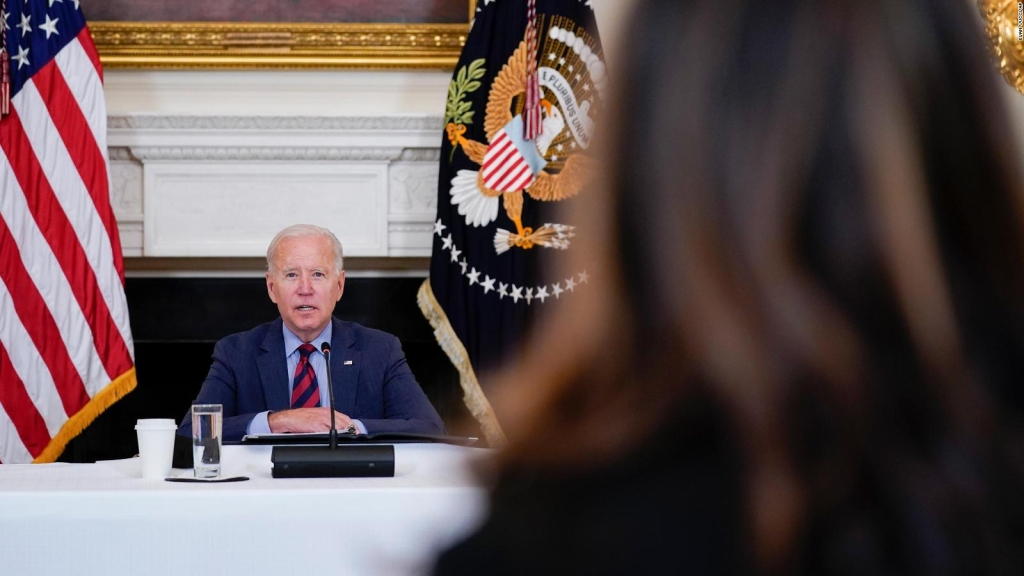 Biden recibe a líderes hispanos en la Casa Blanca