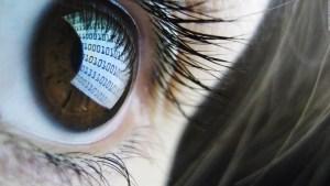 El peligro del espionaje bajo la mirada de una hacker ética
