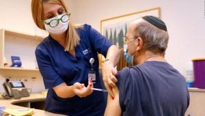 Israel ofrece dosis de refuerzo a mayores de 12 años
