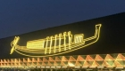 Mira el traslado de un impresionante barco funerario
