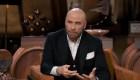 Travolta habla con su hijo de 10 años sobre la muerte