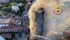 Un gran incendio devoró un edificio en Milán