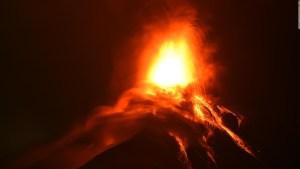 Recomiendan no salir en La Palma ante avance de la lava