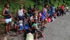 Migrantes haitianos cruzan México a pie y sin comer