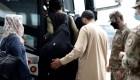 Obligan a mujeres afganas a casarse para salir del país