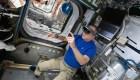 Mira cómo se hacen reparaciones en el espacio