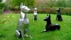 Escultor crea perros con chatarra