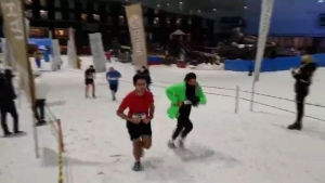 Realizan una carrera en la nieve en Dubai