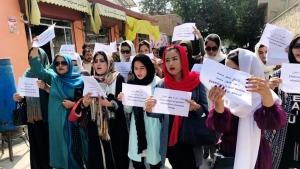 Protesta para pedir que niñas afganas vayan a la escuela