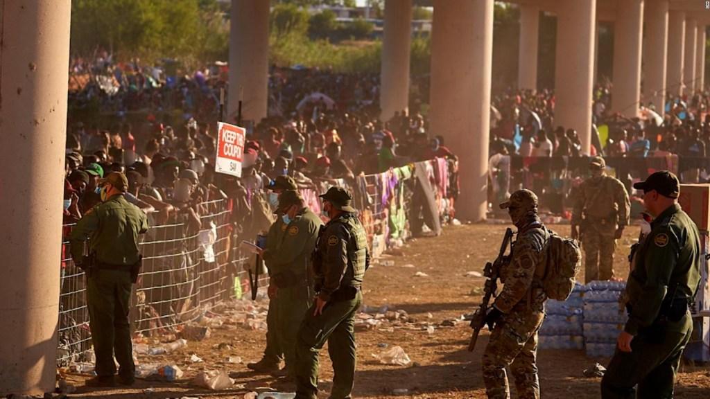Las precarias condiciones bajo el puente fronterizo en Texas