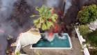 Dron graba lava cayendo en piscina de La Palma