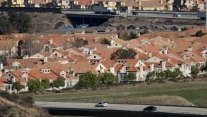 Baja en EE.UU. la venta de casas, pero los precios no