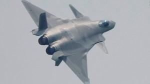 China exhibe sus nuevos aviones de combate furtivos