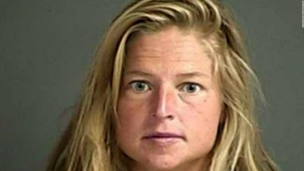 Acusan a una mujer de iniciar incendio en California
