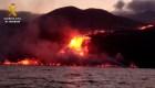 El momento exacto en que la lava de La Palma toca el mar