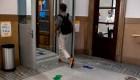 Madrid le apuesta a sitios de vacunación móviles en universidades para llegar a los más jóvenes