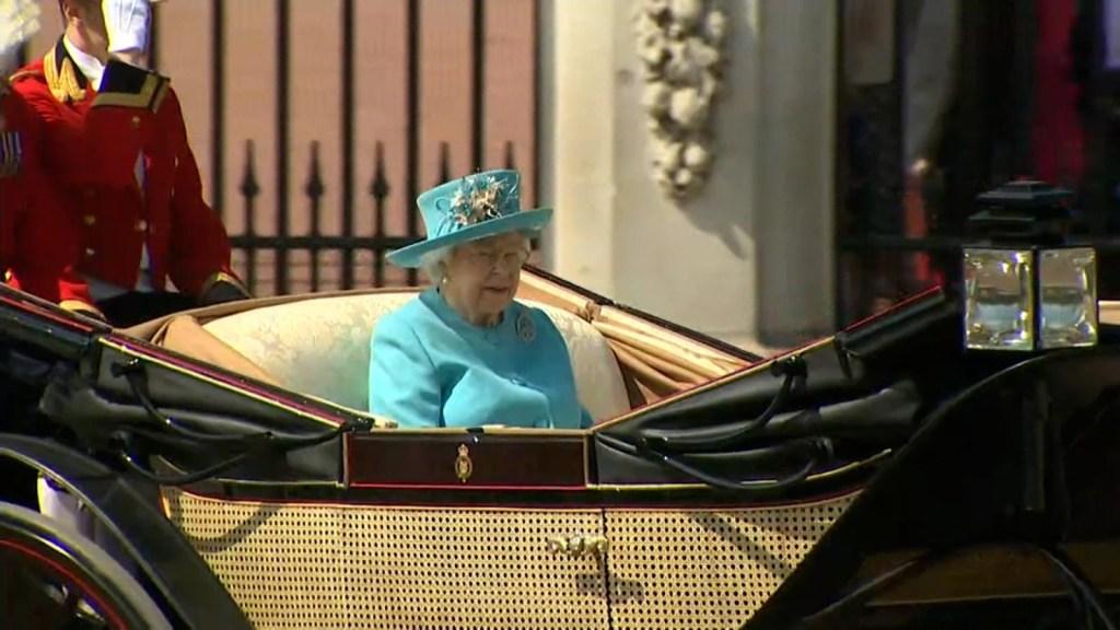 """Reina Isabel II dice estar """"irritada"""" y esta es la razón"""
