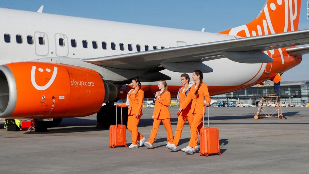 Fin a las faldas para las azafatas de esta aerolínea