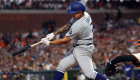 Julio Urías vuelve a agigantarse en una postemporada de MLB