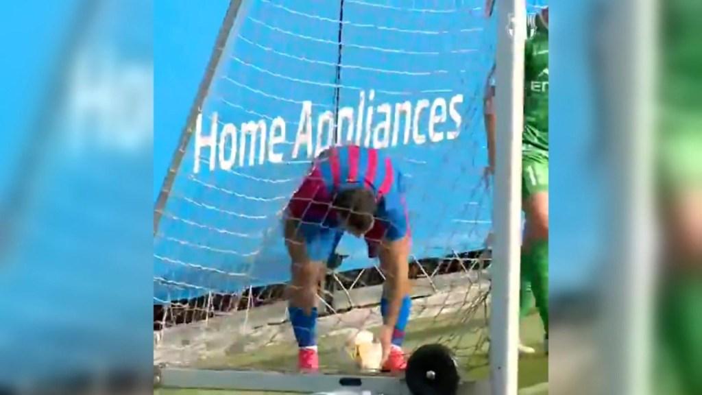 Agüero comenzó encendido en el Barça: mira su primer gol