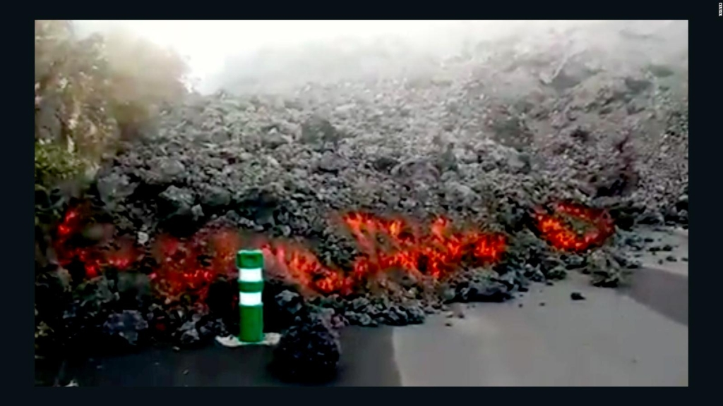 Mira cómo la lava arrolló esta gasolinera