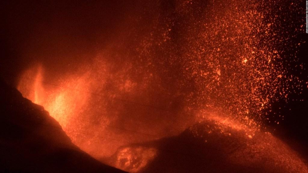 Avance de la lava hacia el mar amenaza a La Palma