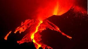 Por qué no te debes acercar a la lava, según vulcanólogo