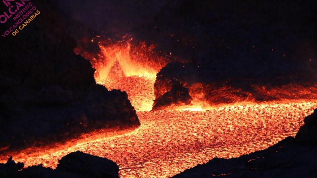 Impactantes fotografías nocturnas del volcán de La Palma