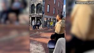 Famoso cantante sorprende a una artista callejera