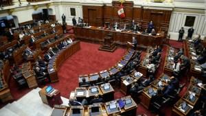 Economista opina que Perú vive un absoluto divorcio social