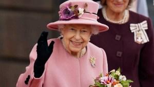 Reina Isabel II regresó a Windsor tras exámenes médicos
