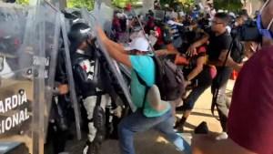 Caravana de migrantes rompe retén de la Guardia Nacional de México