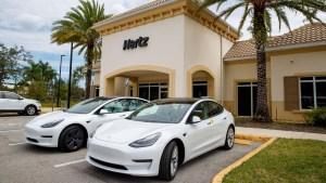Hertz solicita 100.000 autos Tesla para renta en EE.UU.