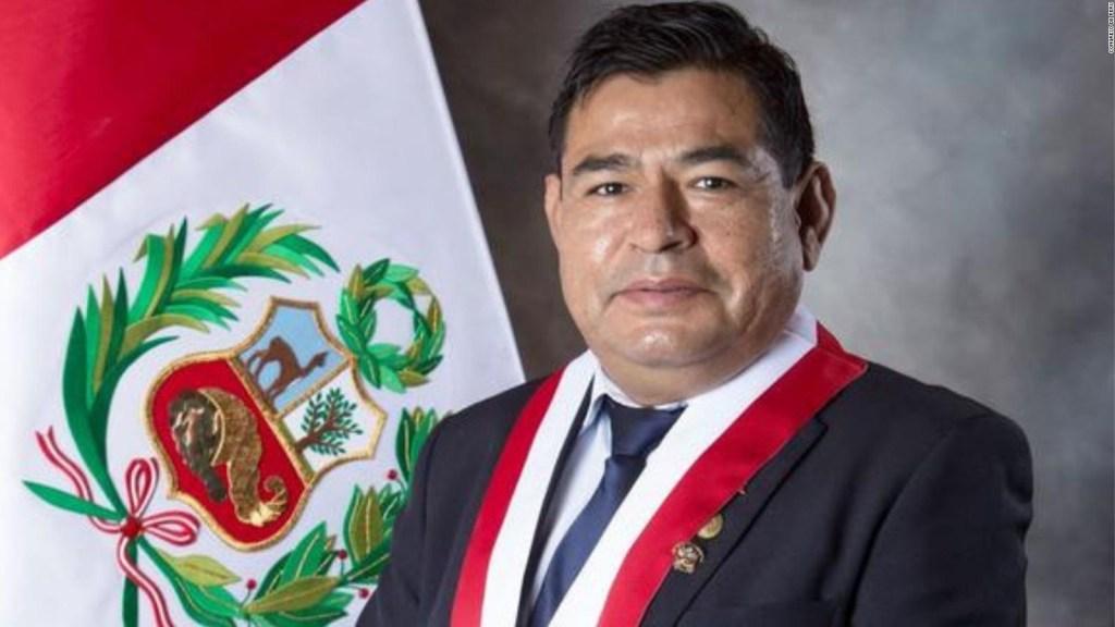 Perú: Muere congresista durante sesión de voto de confianza