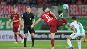 Lewandowski hace magia con la pelota