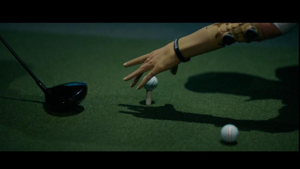 Golfista impulsa su deporte con novedoso brazo ortopédico