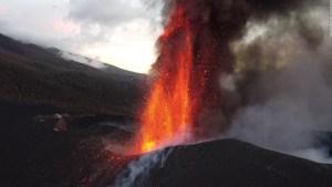 ¿Sería posible y efectivo bombardear volcán en La Palma?